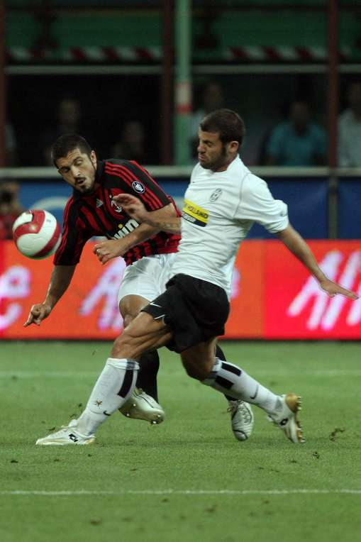 Gennaro Gattuso and Antonio Nocerino fighting for the ball