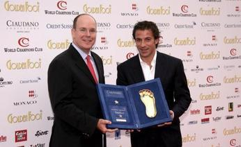Alessandro Del Piero receives the Golden Foot 2007 award from Prince Albert of Monaco