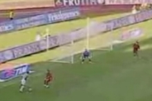 Di Natale goal nº1: back to his right foot and chipped shot over the keeper