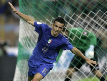 Antonio Di Natale celebrates after his goal