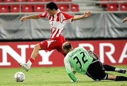 Luciano Galletti sidesteps Ballotta to give Olympiakos the 1-0 lead