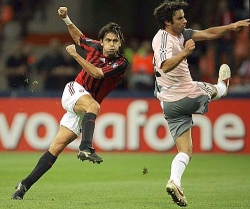Pippo's rotating volley gives Milan the lead, and Inzaghi's 60th personal goal in the competition