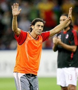 The San Siro crowd reserved a really warm welcome for Manuel Rui Costa