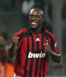 Clarence Seedorf celebrates his goal after Milan's 1-2 touch play