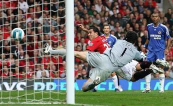 Carlos Tévez beats Cech's vigilance to score his 1st ever goal for the Red Devils