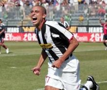 Trezeguet's jubilation after scoring the first Juve goal