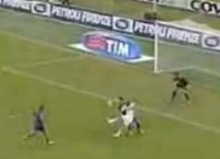 The crazy reverse chipped shot of Riccardo Zampagna, which gives Atalanta the equalizer against Fiorentina
