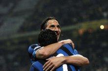 "Zlatan ""Brick Wall with Mad Skillz"" Ibrahimovic's dribble between 3 players"