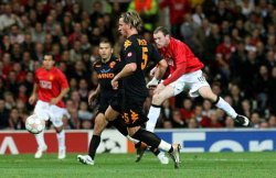 Wayne Rooney scores the only goal of the match, giving United the 3 points