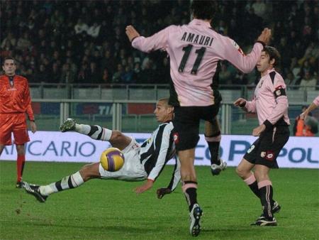Juve 1-0 Palermo: David Trezeguet's bicycle kick finds the net