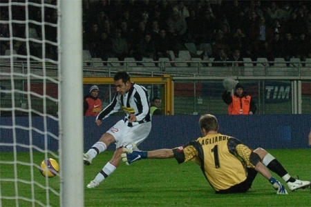 Juve 4-0 Palermo: A fake on Agliardi, an open net - Marchionni doesn't need an invitation - 4th goal for Juve