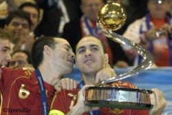 Álvaro (left) and Javi Rodríguez celebrate