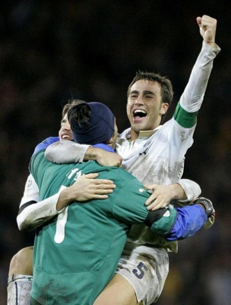 Cannavaro-Buffon-Barzagli hug: the Italian captain can rejoice!!!!