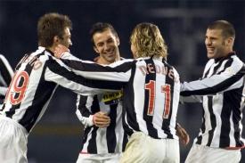 Del Piero has just scored one of his trademark free-kicks: Juve 3-0 Palermo