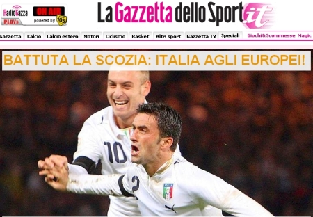 "La Gazzetta dello Sport online: the headline reads ""Scotland beaten, Azzurri to Euro 2008!"""
