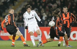Kaka's inswinging shot give Milan the 2-0 lead
