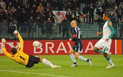2-0 Lazio, Rocchi's chipped shot sails over Wiese and finds the twine