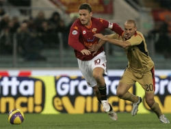 Totti tries to escape the marking of Bianco