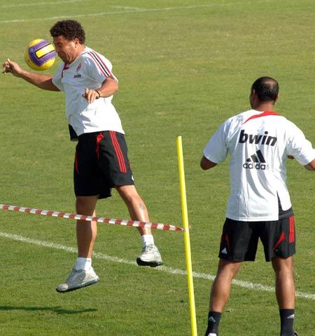 11.Ronaldo ball in face