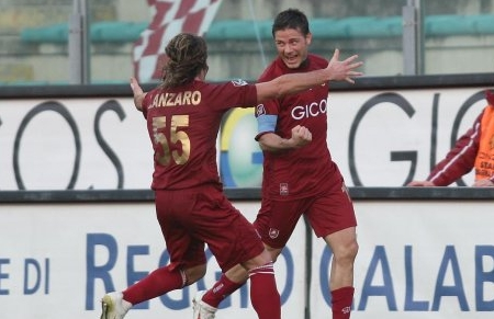 Francesco Cozza celebrates with Maurizio Lanzaro after Reggina's 2-0 goal