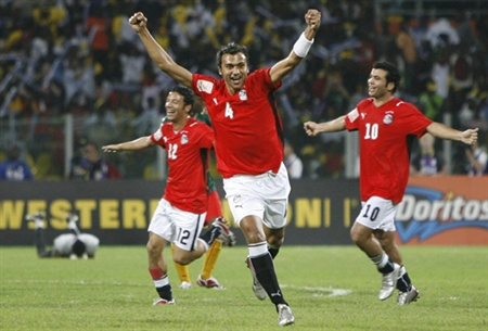 Egypt's Omar Gamal (L), Ibrahim Said (C) and Emad Moteab (R) celebrate after their victory over Cameroon in their African Nations Cup soccer final match in Accra February 10, 2008.