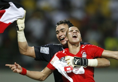 Egypt's Essam Al Hadari (L) and Mohamed Zidan (R) celebrate victory over Cameroon in the final of the African Nations Cup soccer tournament in Accra February 10, 2008.