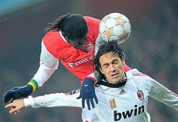 A Nesta-Adebayor aerial battle