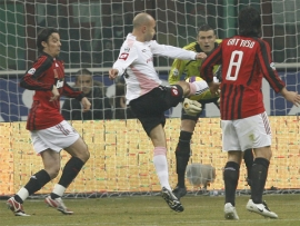 Mark Bresciano re-direct: Palermo in the lead