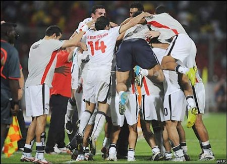 A fourth from Mohamed Aboutrika in injury time seals the win and confirms Egypt as Cameroon's opponents in Sunday's final