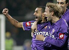 Fabio Liverani celebrates his goal with his teammates