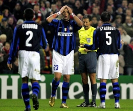 Marco Materazzi sent off, two yellows = red