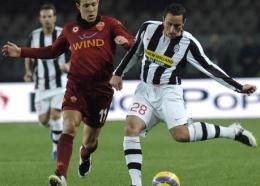 Cristian Molinaro (left) challenged by Rodrigo Taddei