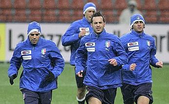 AS Roma trio Simone Perrotta, Marco Cassetti, and Alberto Aquilani during Monday's practice session in San Siro