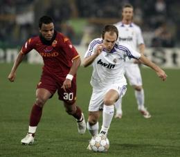 Arjen Robben running by Amantino Mancini