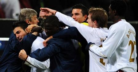 Arsenal players celebrate after Fabregas's goal
