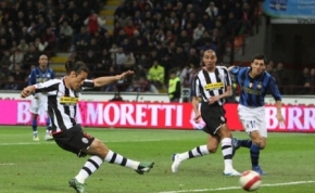Mauro Camoranesi makes it 1-0 for Juve