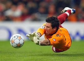 Roma keeper Doni smothers a dangerous Madrid shot