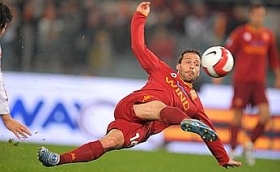 Ludovic Giuly's spectacular effort ties the game for Roma