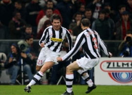 Zdenek Grygera (left) celebrates the Juve lead with Giorgio Chiellini