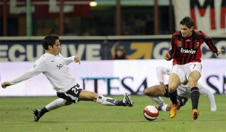 Cristian Ledesma (left) attempts a challenge on Alexandre Pato