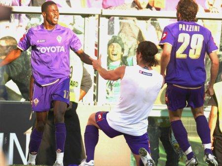 Osvaldo celebrates his goal