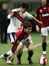 Alberto Paloschi tries to get rid of his Lazio markers
