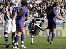 Sissoko's bicycle kick ties the game for Juventus
