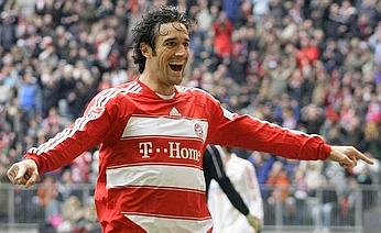Luca Toni celebrates his double vs Leverkusen
