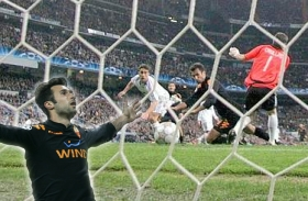 Mirko Vucinic puts Roma in the lead and through to the Champions League Quarter-Finals