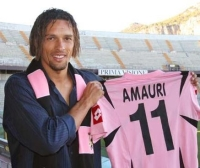 Amauri presented with Palermo shirt