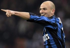 Esteban Cambiasso celebrates after scoring Inter's opener (Inter Milan vs. Fiorentina, Serie A Matchday 33, April 13, 2008)