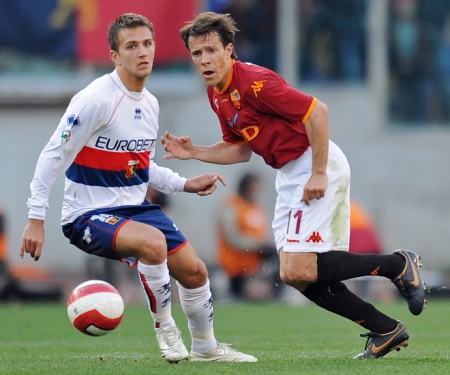 Domenico Criscito (left) tries to stop Rodrigo Taddei