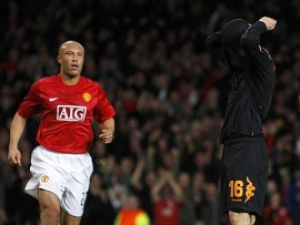 De Rossi can't believe it… (Manchester United vs. Roma, UEFA Champions League Quarter-Finals)
