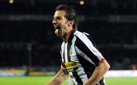 Alessandro Del Piero celebrates after scoring the opener vs. AC Milan (Juventus vs. AC Milan, Serie A Matchday 33, April 12, 2008)